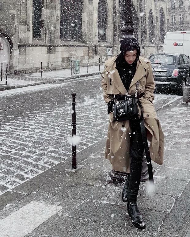 Kelbin Lei diện nguyên cây đồ hiệu của các nhà mốt Châu Âu giữa tiết Paris lạnh giá.