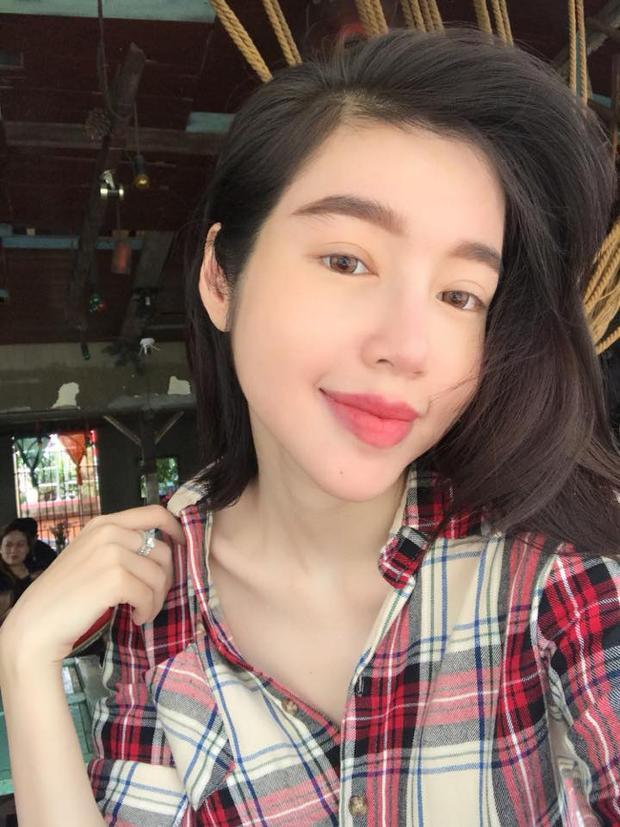 Elly Trần cũng là chân dài sở hữu đôi môi dày cộm.