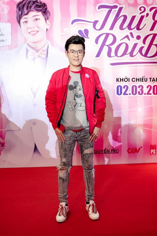 Nhà văn Anh Khang.