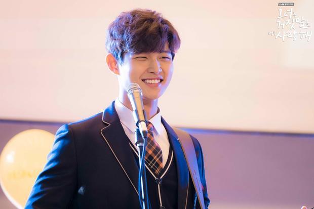 Lee Seo Won gây ấn tượng bởi khuôn mặt trẻ trung cùng nụ cười tỏa nắng dễ thương.