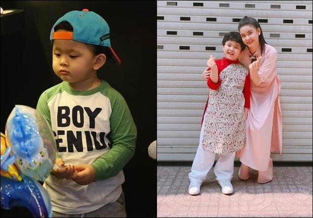 Bé Sushi con trai cặp đôi Tim - Trương Quỳnh Anh gây ấn tượng với mái tóc xoăn cùng vẻ ngoài như hotboy Hàn. Hiện tại cậu nhóc đã được 6 tuổi, thường xuyên cùng bố mẹ tham gia các sự kiện.