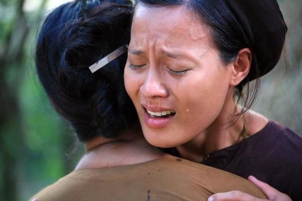 Ngọc Anh bật khóc sau khi bị Trà My tát lại sau cảnh quay.