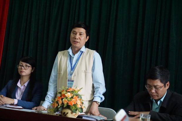 Ông Nguyễn Văn Phong, Chủ tịch UBND xã Thanh Liệt cho biết, đó là mộ vô danh, không biết ai là người thân nhưng xã cũng đã thông báo di chuyển mộ lên phương tiện truyền thông và phát thanh của xã.