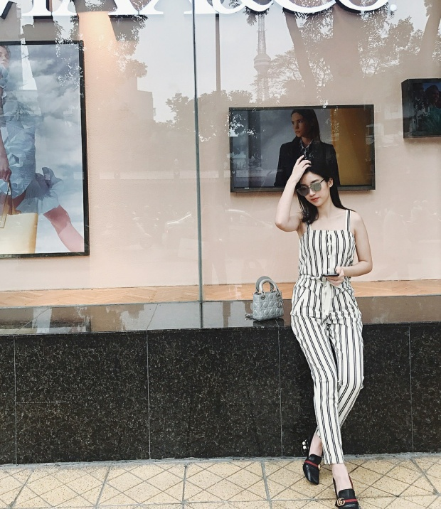 Nếu Hương Giang Idol yêu thích diện túi Dior to bản, thì Hoa hậu Đỗ Mỹ Linh lựa chọn size nhỏ hơn cho outfit của mình. Cô nàng còn chi mạnh tay cho đôi loafer Gucci sang chảnh.