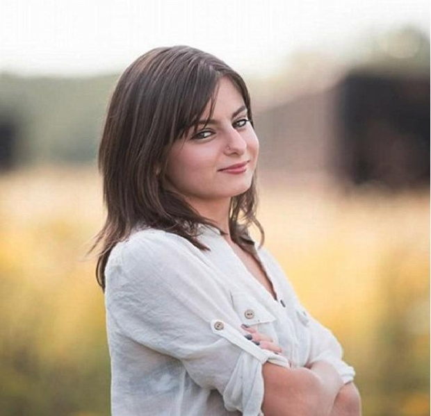 Briana Fletcher sinh ra mà không có cơ quan sinh dục hoàn chỉnh. Ảnh: Daily Mail