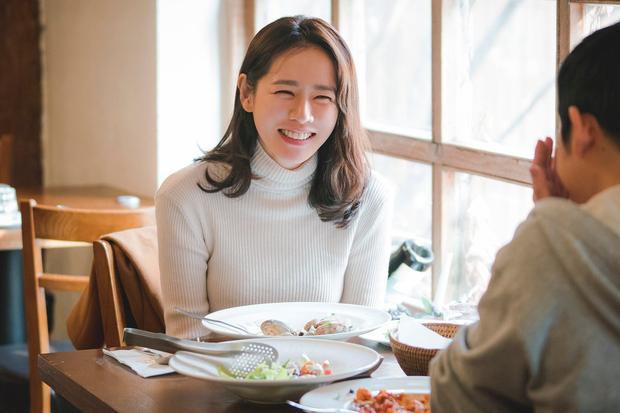Phim mới của Son Ye Jin và Jung Hae In tung teaser không thể ngọt ngào hơn cho mối tình chị em