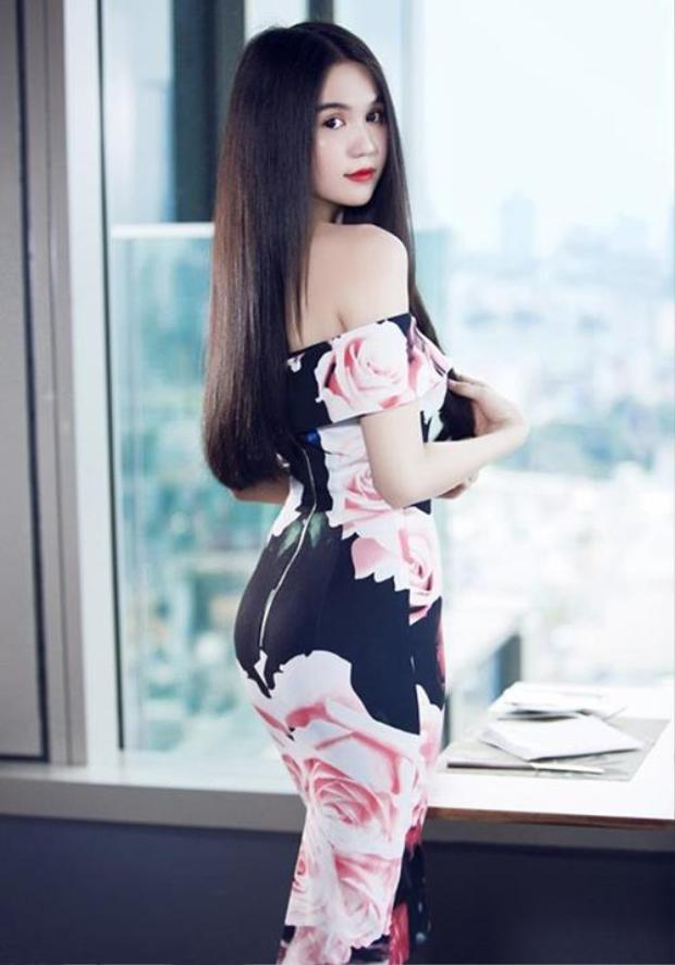 Một mái tóc thẳng mượt không những hợp mọi thời đại mà còn thể hiện sự tinh tế của người con gái trong việc chăm sóc bản thân.