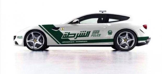 Không giống những chiếc siêu xe khác trong dàn xe của cảnh sát Dubai, chiếc Ferrari FF là chiếc xe 4 chỗ ngồi.