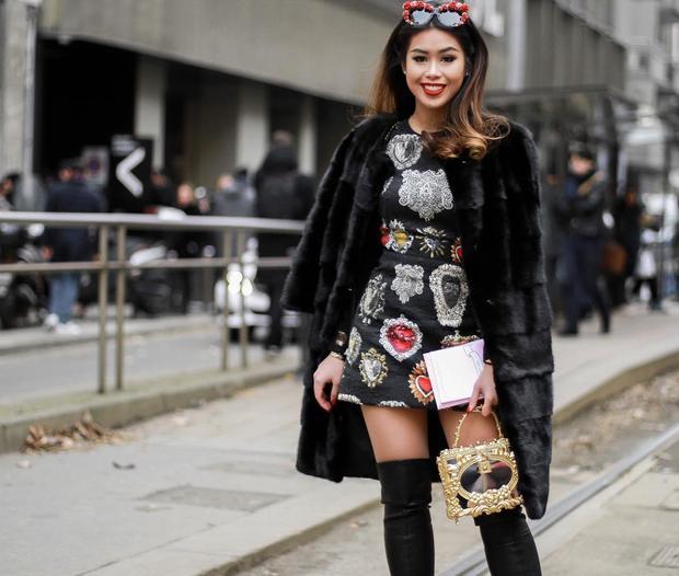 Em chồng Hà Tăng - Tiên Nguyễn là một trong những fashionista nổi bật của Việt Nam. Cô nàng chi mạnh cho những món đồ hiệu xa xỉ và mix chúng chẳng thua kém gì một stylist thực thụ.