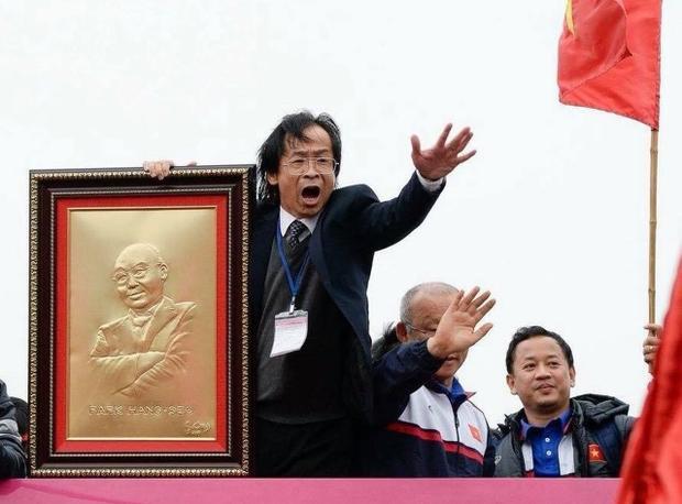 """Ông Nguyễn Lân Trung từng bị chỉ trích vì ăn mừng """"lố"""". Ảnh: Báo Tuổi trẻ"""