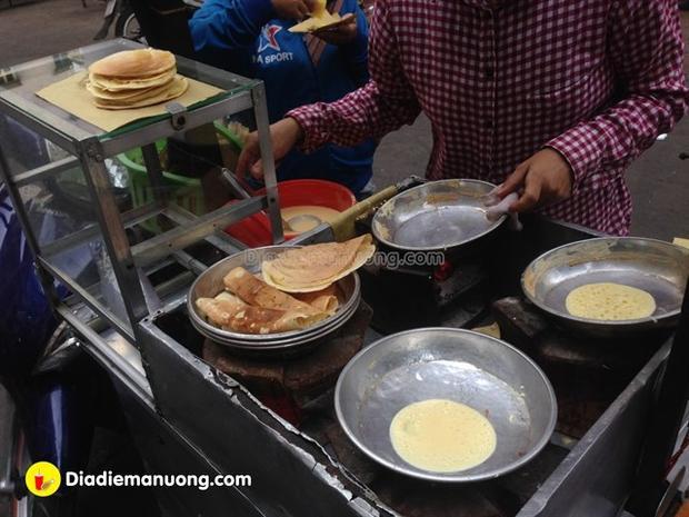 Xe bánh trứng - thứ quà vặt gắn liền với tuổi thơ những đứa trẻ Sài Gòn.