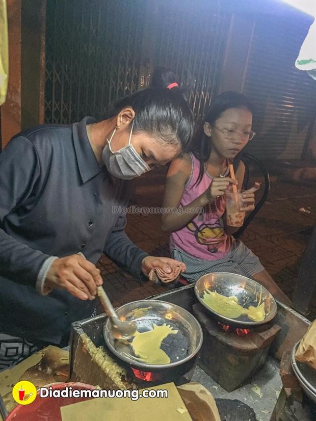 Chị Phương rất vui tính nhiệt tình bán cực kì chiều khách, tới ăn hoài là chị có thể nhớ mặt nhớ tên.