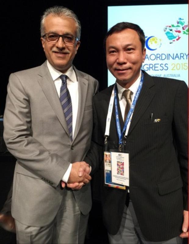 Phó Chủ tịch thường trực VFF - Trần Quốc Tuấn (người bên phải) rất giỏi về đối ngoại cho bóng đá Việt Nam. Ảnh: VFF