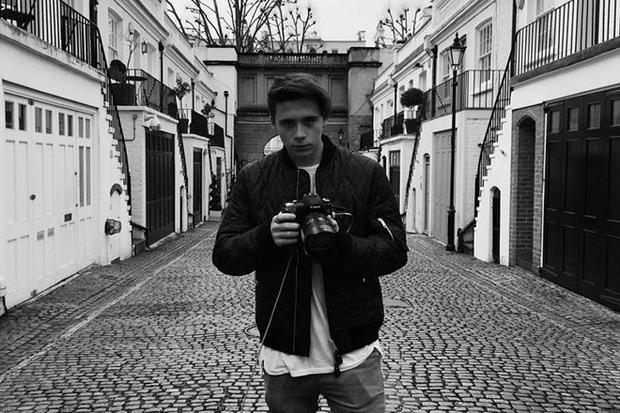 Cậu từng đượcchọn là nhiếp ảnh gia cho một số bộ ảnh của thương hiệu nổi tiếng Burberry.