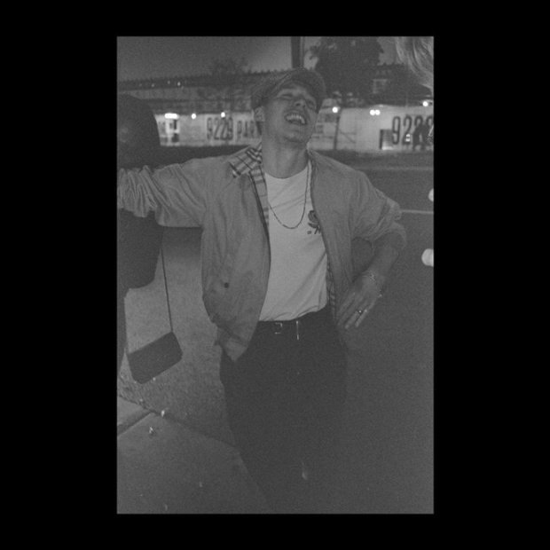 """Chloe Moretz cũng đăng tải tấm ảnh rạng rỡ hạnh phúc của bạn trai và lời nhắn: """"Đừng bao giờ ngừng mỉm cười. Em yêu anh, chúc mừng sinh nhật Brooklyn""""."""