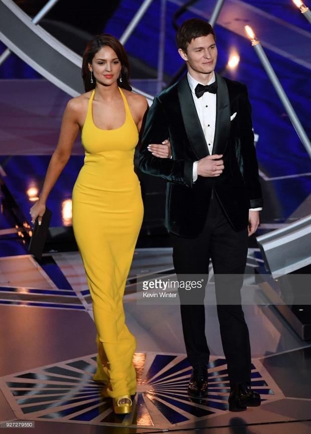 Ansel Elgort và Eiza González công bố giải thưởng.