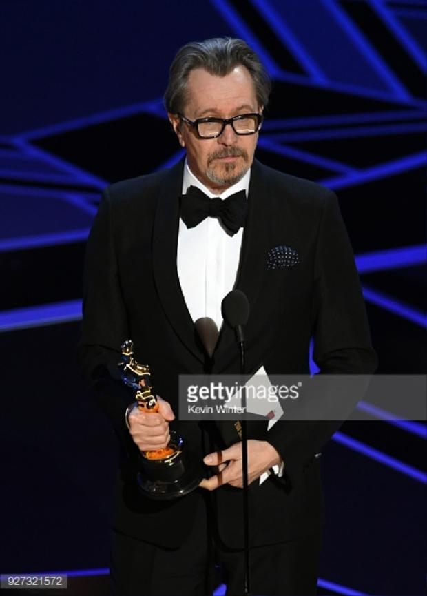 Gary cầm tượng vàng Oscar đầu tiên trong sự nghiệp diễn xuất của mình.