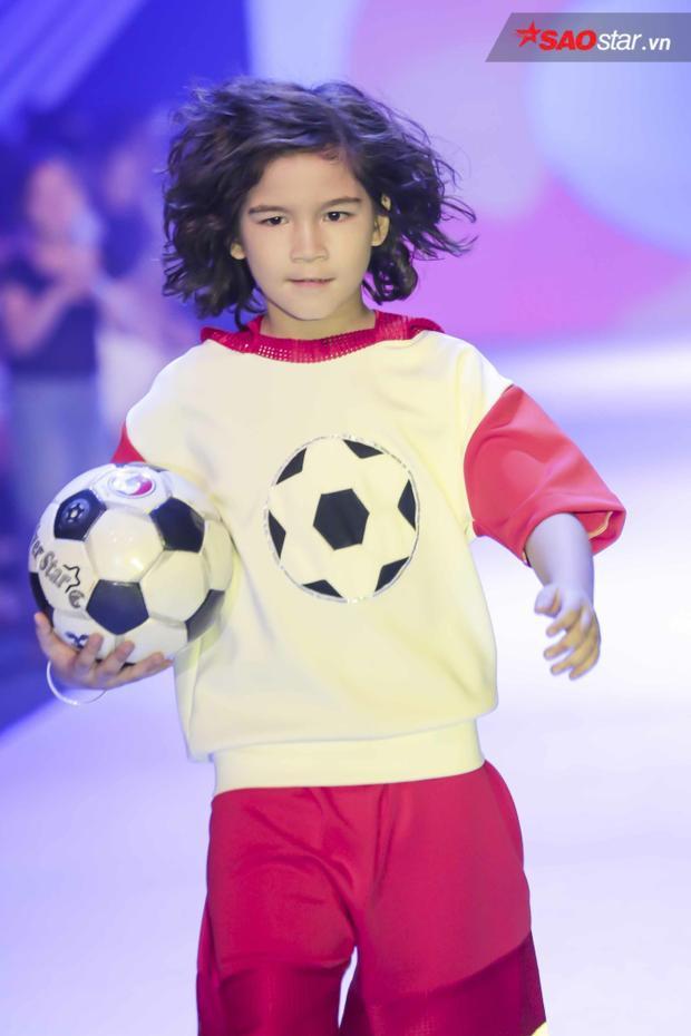 Bộ sưu tập của NTK Thanh Huỳnh - một đại diện Việt Nam được lấy ý tưởng từ những vận động viên thể thao như bóng đá, bóng rổ, tennis…