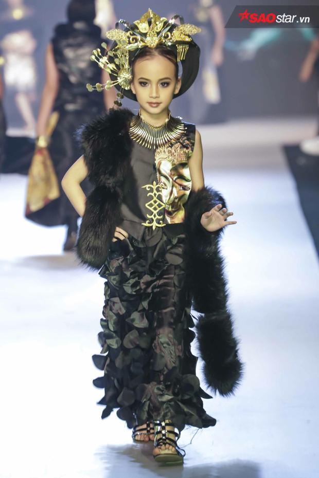 Một bộ cánh công phu, phối cùng phụ kiện hoành tráng từ đất nước chùa Vàng - Thái Lan.