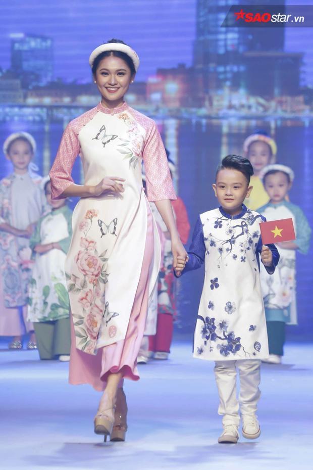 Ngoài ra, còn có sự xuất hiện của á hậu Thùy Dung, bên cạnh việc tham gia trình diễn, cô còn đảm nhiệm vai trò MC chính của sự kiện.