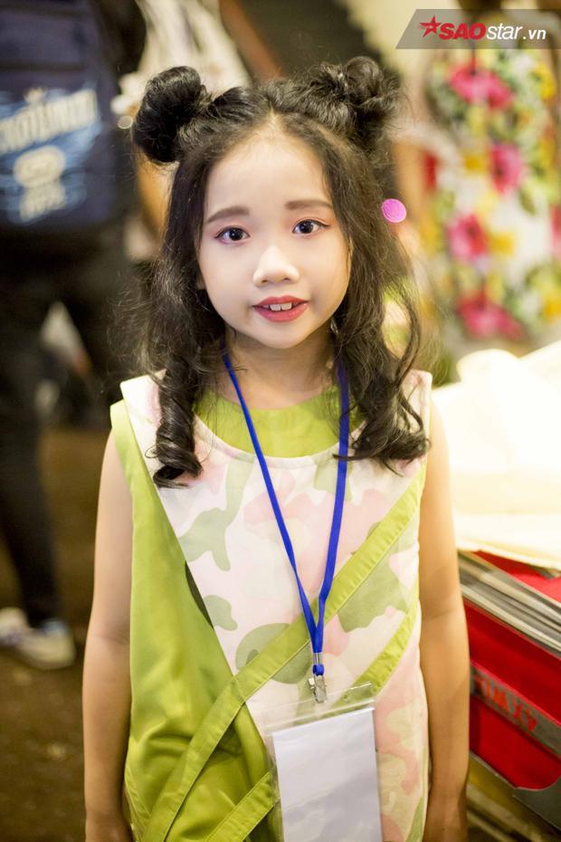 Không chỉ phù hợp với mẫu nhí phương Tây, mái tóc đen cùng khuôn mặt đáng yêu của cô bé Việt cũng vô cùng hợp với kiểu tóc này.