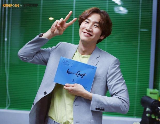 Nhân vật mang niềm vui, nỗi buồn và cả sự đau đớn, khó khăn khi bảo vệ công lý hứa hẹn đem đến một cái nhìn khác mới mẻ hơn cho khán giả về nam diễn viên Lee Kwang Soo.