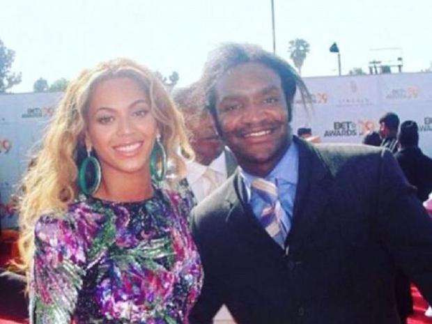 Terry Bryant chụp ảnh cùng Beyonce (2009).