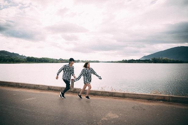 """Mới đây, bộ ảnh kỉ niệm của Lê Văn Quý (quê Quảng Ngãi, sống ở Đồng Nai) và Nguyễn Thạch Thảo (quê Long An, sống tại Đồng Nai, cùng sinh 1995) khiến nhiều bạn trẻ """"phát cuồng"""" với điểm đến mà cặp đôi này check-in."""