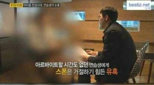 Câu chuyện đầy nước mắt của nam thực tập sinh Kpop: Phục vụ đại gia mới có tiền sống