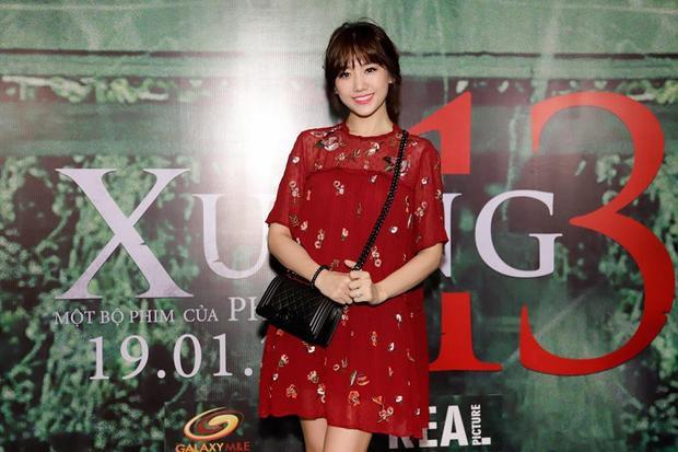 Ngay cả khi đi sự kiện, Hari Won cũng chọn cho mình bộ váy đơn giản, không cầu kỳ.