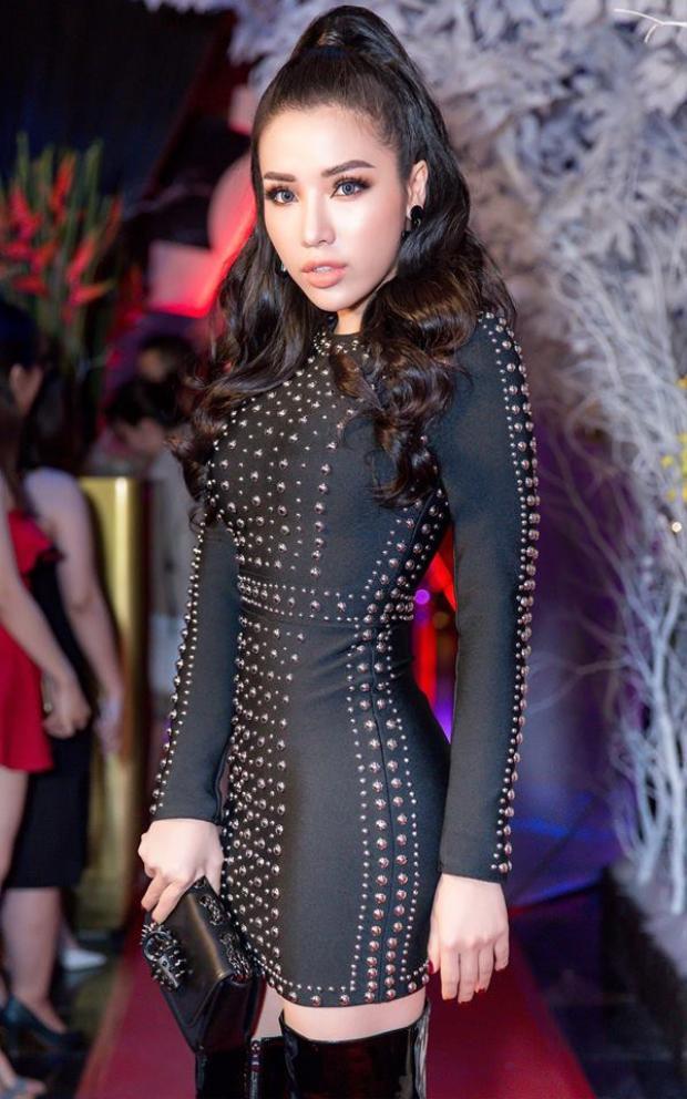 Chân dài gốc Nha Trang liên tục khiến người hâm mộ bất ngờ về sự thay đổi khôn lường trong nhan sắc của cô nàng.