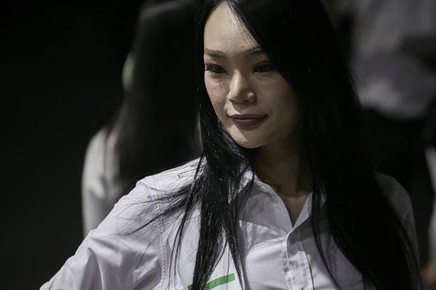 Đại diện đến từ Nhật Bản gây thất vọng với nhan sắc tầm thường, kém nổi bật. Người đẹp không được đánh giá cao trong những ngày vừa qua khi thể hiện quá mờ nhạt khiến cô bị lu mờ.