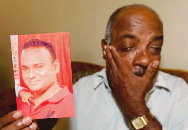 Bố của anhPuspanathan nghẹn ngào mỗi khi nhắc tới con trai.