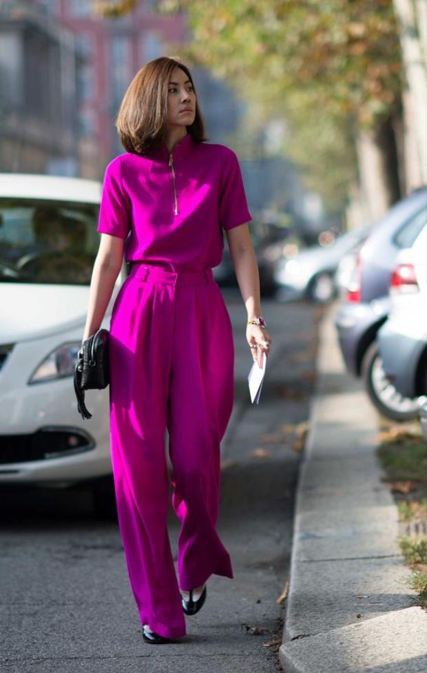 Bộ đồ tím cực ton sur ton này là một gợi ý hay ho cho các nàng công sở yêu thời trang.