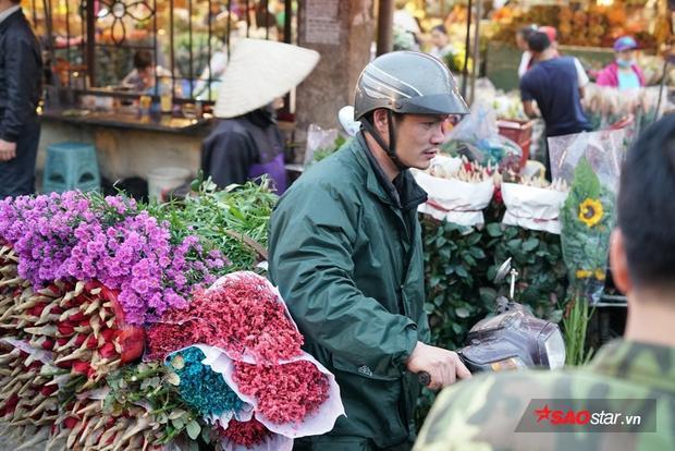 Vào các ngày lễ, Tết, hoa hồng là loại được ưa chuộng nhiều nhất.