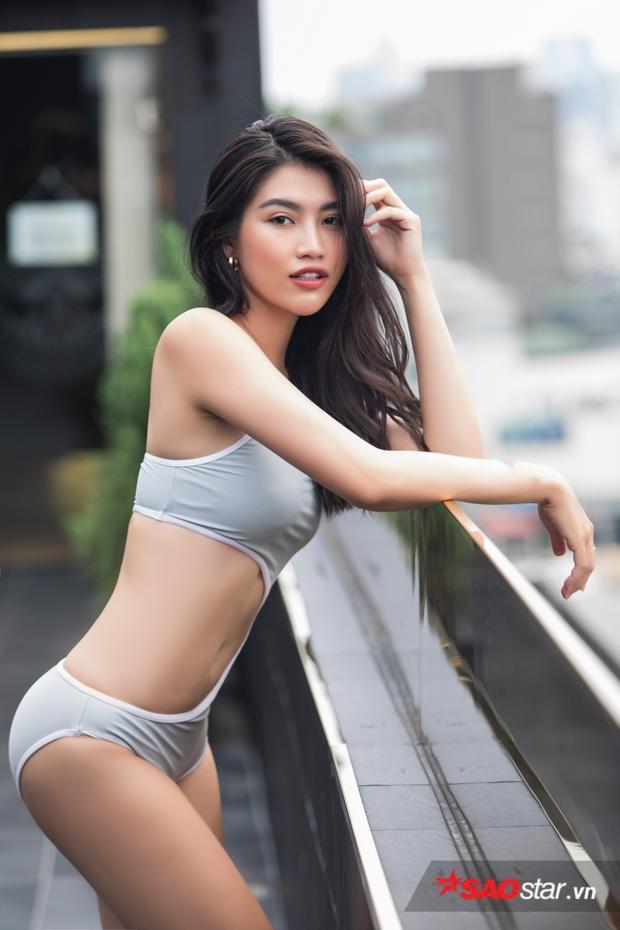 Được biết đến trong vai trò một người mẫu chuyên nghiệp, Chế Nguyễn Quỳnh Châu sớm tạo được nhiều dấu ấn đậm nét trong lòng người hâm mộ sau khi làm người mẫu cho chương trình Project Runway 2014 và thi Next Top model 2014, góp mặt trong chung kết Hoa hậu Hoàn vũ Việt Nam 2015.