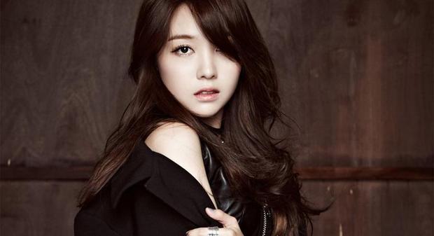 Bang Minah sinh năm 1993. Cô là mỹ nhân khá đa tài của Kpop.