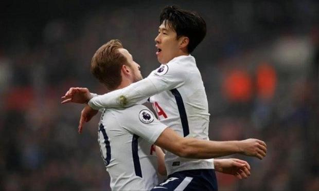 """Rạng sáng mai, Tottenham sẽ bước vào trận đấu lượt về vòng 1/8 Champions League đón tiếp Juventus. """"Gà trống"""" có lợi thế nhất định với tỉ số hòa 2-2 ở lượt đi. Với việc vừa lập cú đúp giúp Tottenham giành chiến thắng trước Huddersfield Town ở vòng 29 Ngoại hạng Anh vừa qua, Son Heung-min được kỳ vọng tiếp tục giúp đội chủ nhà thăng hoa trước """"bà đầm già"""" thành Turin."""