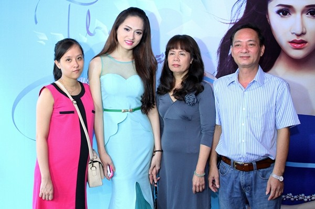 Sau khi trở thành một cô gái xinh đẹp, Hương Giang nhận được sự ủng hộ và yêu thương tuyệt đối của gia đình