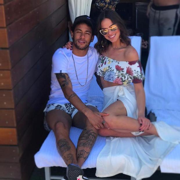 Neymar và bạn gái.