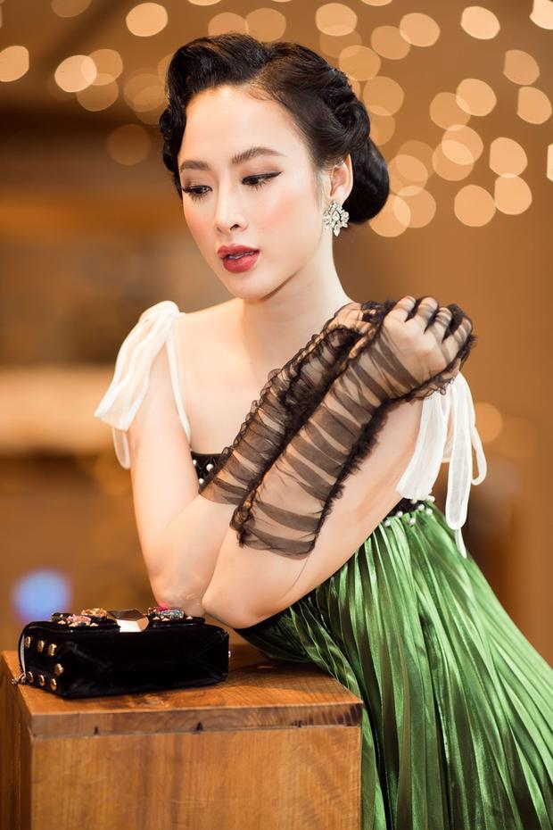 Đầu năm mới, Angela Phương Trinh đã tiếp tục khẳng định danh hiệu 'nữ hoàng thảm đỏ'