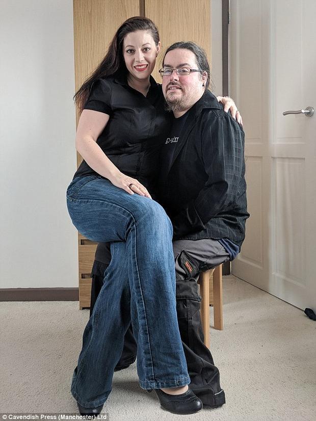 Cara cảm thấy rất may mắn vì chồng luôn ủng hộ mọi việc cô làm, thậm chí còn cùng cô tham gia vào quá trình thử nghiệm sản phẩm mới.