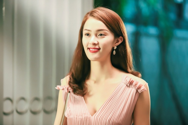 Như bao đàn ông khác, Trịnh Thăng Bình không thoát khỏi lưới tình của mỹ nữ vạn người mê Hạ Vi