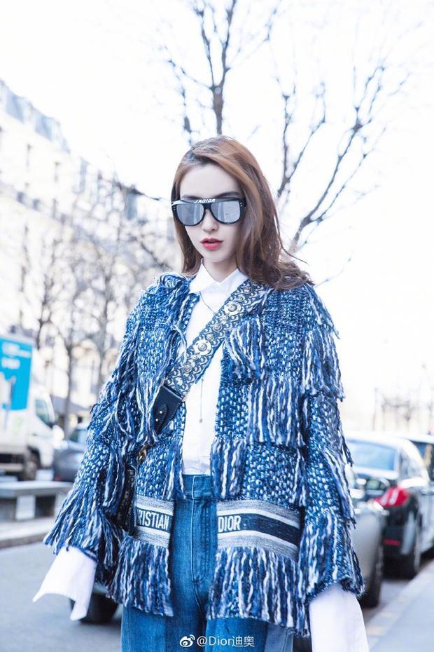 Là đại sứ thương hiệu Dior tại Trung Quốc. Chính vì vậy,Angela Baby thường xuyên diện các set đồ của nhãn hiệu này là lẽ thường tình.