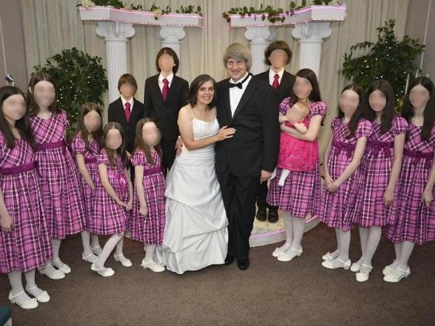 Không ai tưởng tượng được rằng phía sau bức ảnh hạnh phúc này là chuỗi ngày đen tối mà cặp đôiDavid và Louise Anna Turpin gây ra cho chính những đứa con ruột của mình. Ảnh:Sky News