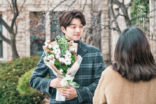 Lee Dong Wook đã có bạn gái rồi, Gong Yoo cũng đã thoát kiếp F.A từ lâu. Cả hai huề nhé!