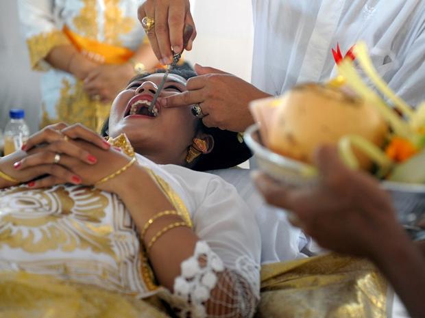 Mài răng đánh dấu sự trưởng thành của người dân Bali, Indonesia. Ảnh: garfors