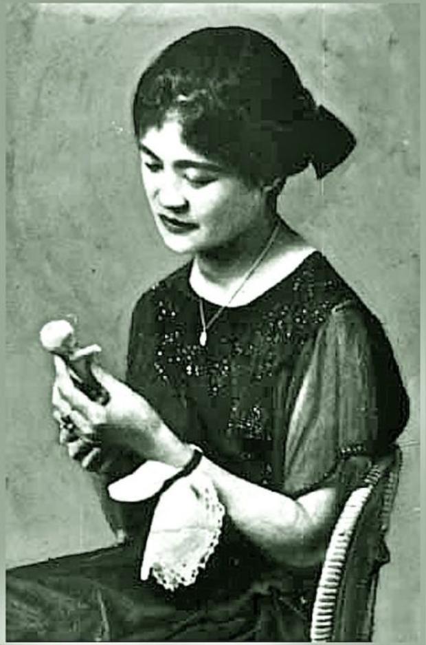 Hình ảnh về nữ ca sĩ Yun Shim Deok