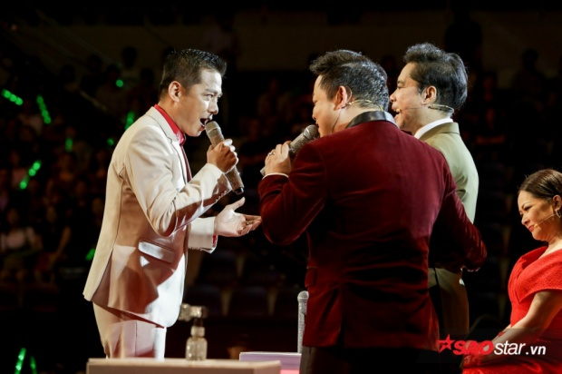Như thí sinh Nhật Minh, Quang Long vừa là ca sĩ vừa là đồng đội ở Đoàn Văn công. Cả hai để lại cho khán giả những màn trình diễn xuất thần và anh đã làm nức lòng người nghe qua ca khúc Yêu dân tộc Việt Nam.