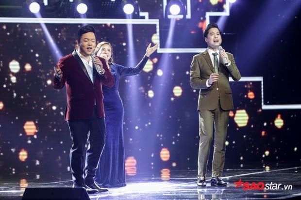 Lê Thuý Anh được cả 2 nam HLV cùng lên sân khấu cất giọng trong ca khúc Lời đắng cho cuộc tình. Nếu đây là màn trình diễn thực thụ ắt hẳn sẽ gây nhiều cảm xúc đến khán giả.